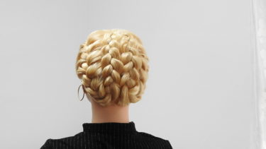 【崩れない三つ編み込みアップスタイル】バレエの稽古からクリスマスパーティーまで使えるヘアアレンジ