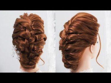 前髪ポンパドールの髪型ロングの三つ編み込みヘアスタイル